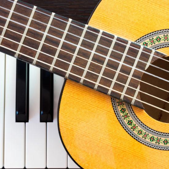 Gitarre und Piano